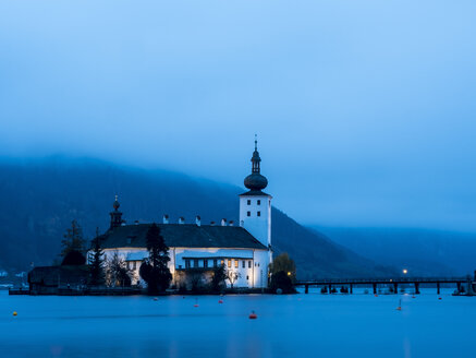 Austria, Salzkammergut, Gmunden, Ort Castle in Traunsee at night - EJW00812