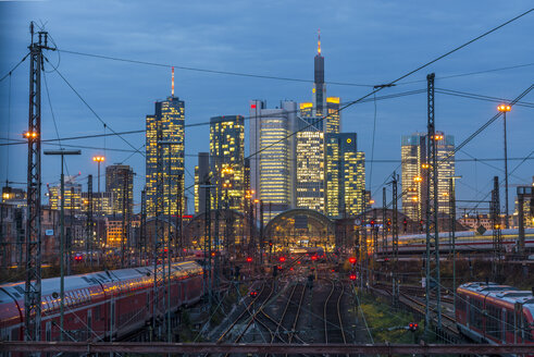 Germany, Frankfurt, view of central station with financial district in background - KEB00435