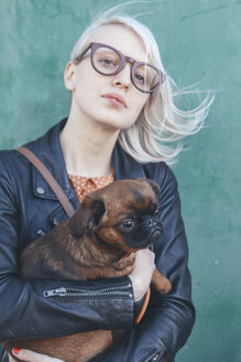 Portrait of young woman holding dog - RTBF00571