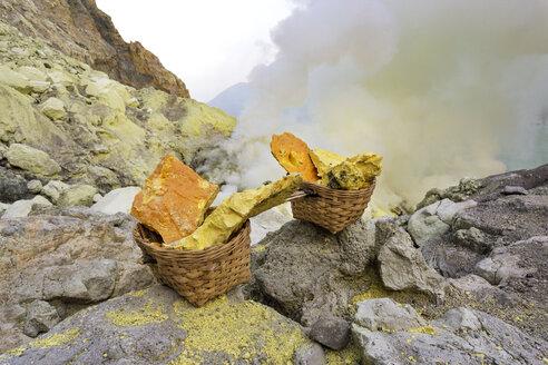 Indonesia, East Java, Ijen National Park, Ijen Crater, sulfur mining - FPF00114