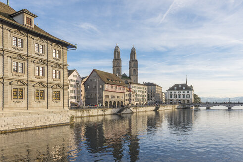 Switzerland, Zurich, view to Great Minster with Limmat in the foreground - KEBF00443