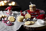 Christmas decoration with miniature sledge and shortbread - YFF00596