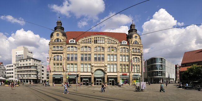Germany, Erfurt, view to shopping mall - BT00457