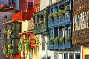 Spain, Canary Islands, La Palma, houses in Santa Cruz de la Palma - DSGF01383