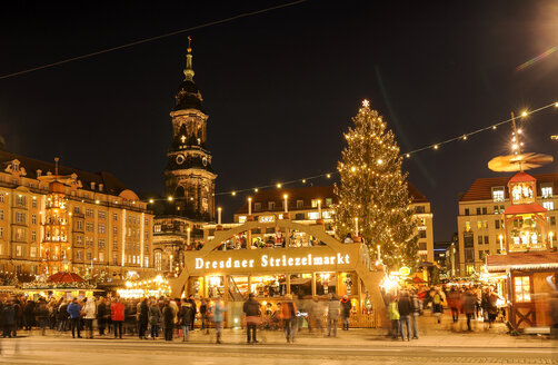 Germany, Dresden, View of Striezelmarkt Christmas market - BT00461