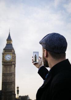UK, London, man taking picture of Big Ben - JPSF00026