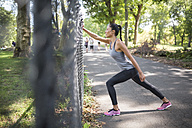 Woman stretching in park - GIOF01711