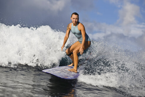 Indonesia, Bali, woman surfing - KNTF00596