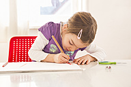 Little girl making a drawing on sheet of paper - LVF05733