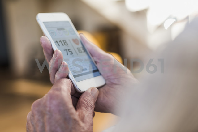 Senior man using smart phone app - UUF09576