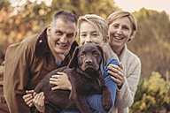 Portrait of family with Labrador Retriever - MFF03392