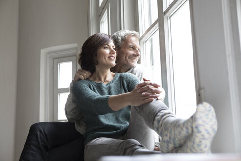 Smiling mature couple looking out of window - RBF05341