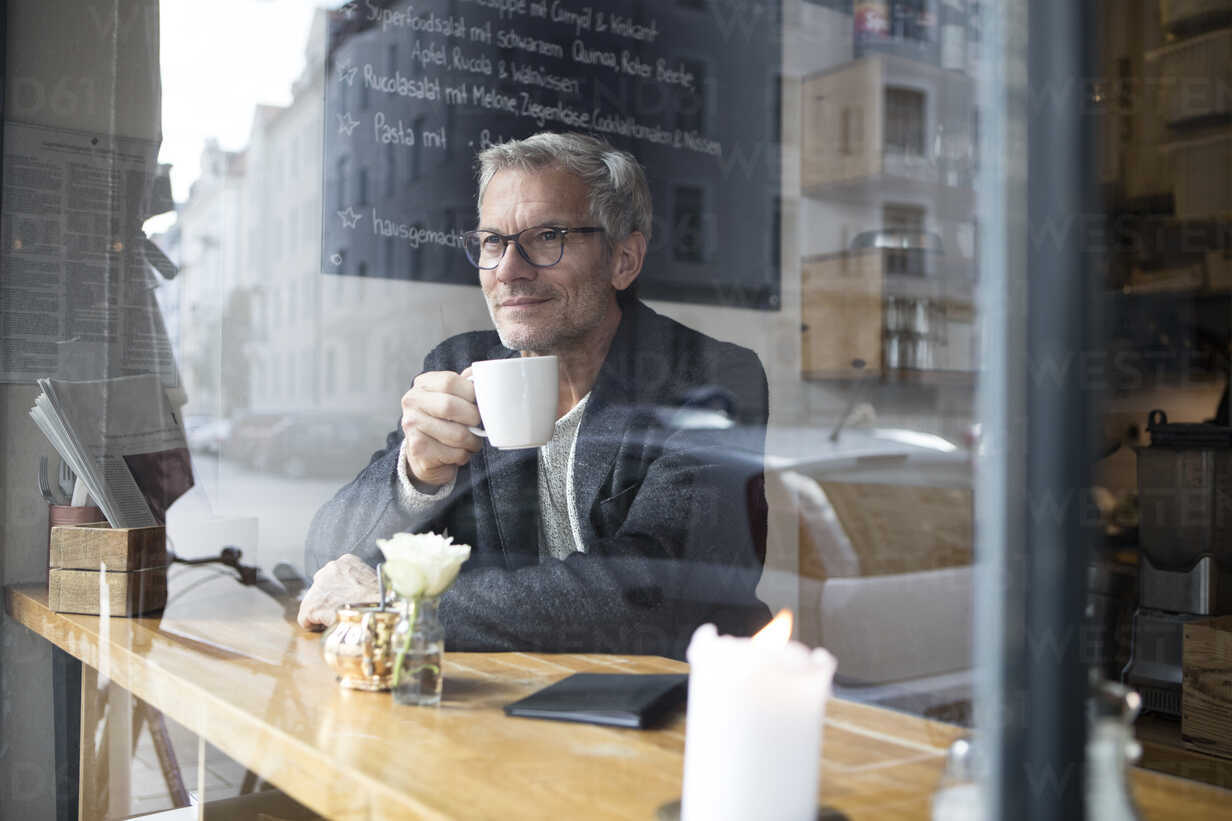 Mature man drinking coffee in a cafe - RBF05362 - Rainer Berg/Westend61