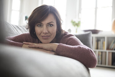 Portrait of woman at home lying on the sofa - RBF05401