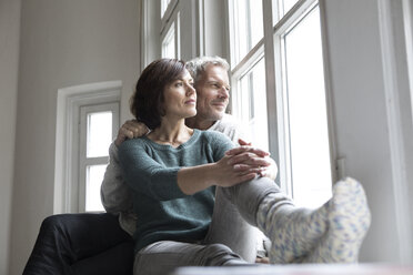 Mature couple looking out of window - RBF05419