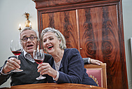 Happy senior couple singing and drinking red wine - RHF01799