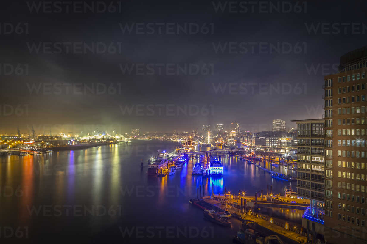 Germany, Hamburg, view to Landing Stages from Elbphilharmonie observation deck at night - NKF00469 - Stefan Kunert/Westend61