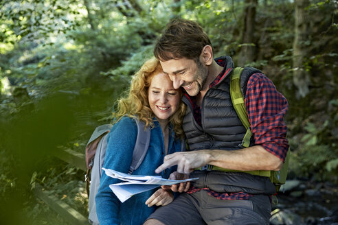 Hiking couple holding map - FMKF03341