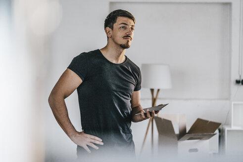Confident man holding tablet - KNSF00821