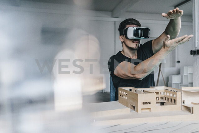 Man with architectural model and VR glasses - KNSF00833