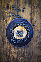 Pancakes with blueberries and icing sugar on plate - LVF05760