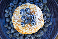 Pancakes with blueberries and icing sugar on plate - LVF05763
