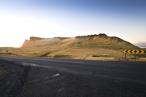 Iceland, Vik, landscape with mountain and road - EPF00215