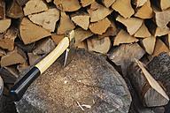 Chopping firewood - GWF04940
