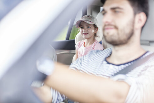 Father and daughter driving in car - WESTF22343