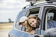 Girls sitting in car, looking out of window - WESTF22412