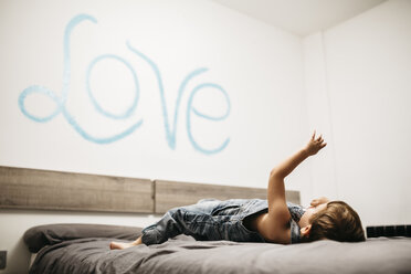 Little boy playing on the bed of his parents - JRFF01130