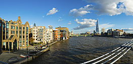 UK, London, panorama view with The Shard and River Thames in the foreground - AMF05180