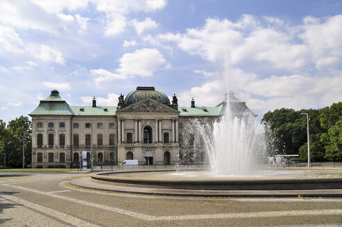 Germany, Dresden-Neustadt, Japanese Palace at Palaisplatz with fountain in the foreground - BTF00469