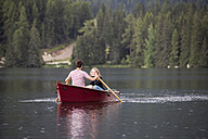 Young couple in rowing boat on the lake - HAPF01286