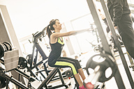 Young woman exercising in gym - JASF01421