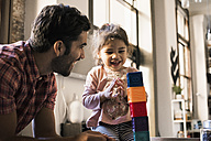 Father and daughter playing with building bricks - WESTF22444