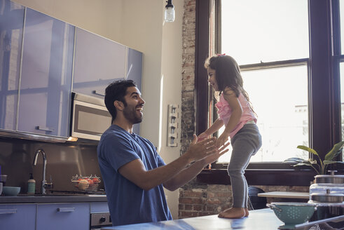 Father and daughter in kitchen - WESTF22459