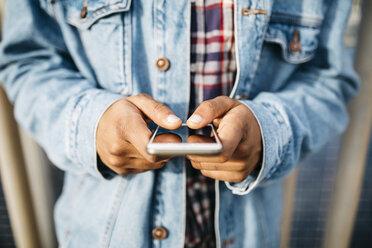 Man's hands text messaging - JRFF01149
