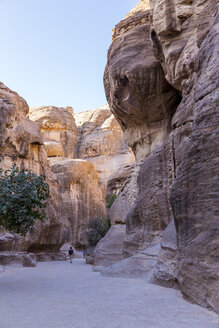 Jordan, Petra, The Siq, Entrance to the rock-cut city - MABF00434