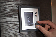 Hand adjusiting thermostat at home - RB05520