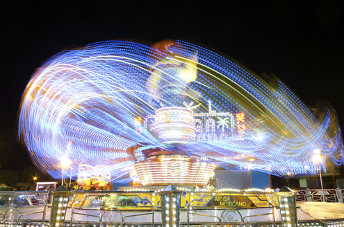 Moving carousel at night - DHC00014
