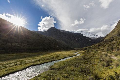 Peru, Andes, Cordillera Blanca, Huascaran National Park, river Quebrada Demanda, mountain Nevado Chacraraju - FOF08539