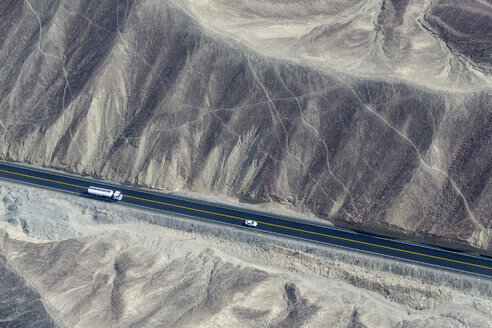 Peru, Nazca, Aerial view of geoglyphs of Nazca, Carretera Panamericana Sur - FOF08571