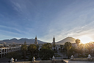 Peru, Arequipa, Plaza de Armas, volcanoes Chachani and Misti and cathedral at sunrise - FOF08589