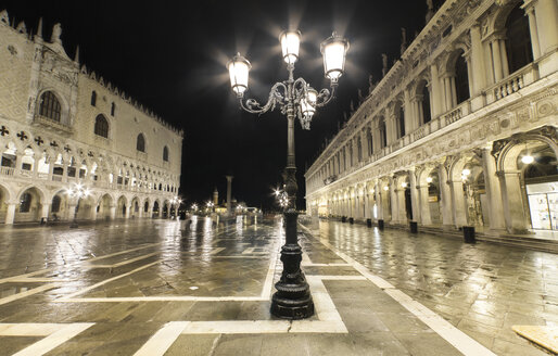 Italy, Venice, deserted St Mark's Square at night - DHCF00030