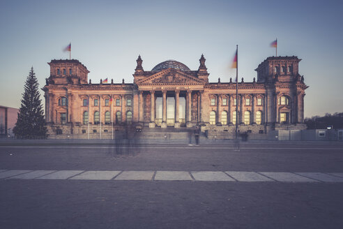 Germany, Berlin, Reichstag building at Christmas time - ASCF00673
