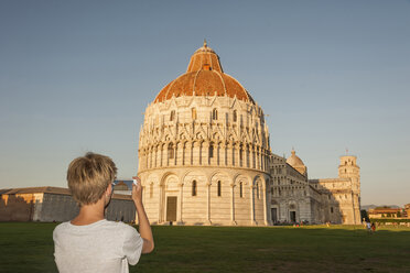 Italy, Tuscany, Pisa, Boy taking pictures of cathedral - PAF01746