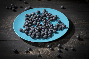 Blueberries on plate - MAEF12099
