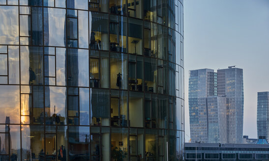 Germany, Frankfurt, glass facade of Maintower and Nextower in the background - BSC00556
