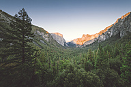 USA, California, Yosemite National Park, Tunnel View Point at sunset - EPF00250